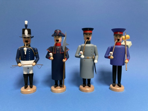 Postillion, Nachtwächter, Hauptmann von Köpenik und Postbote (jeweils ca. 21 cm hoch)